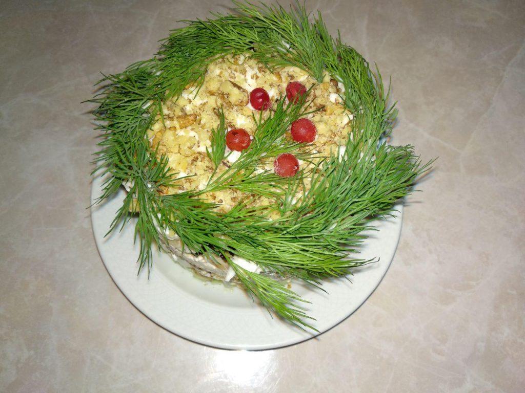 Фото рецепта - Куриный салат «Нежность» с черносливом - шаг 6