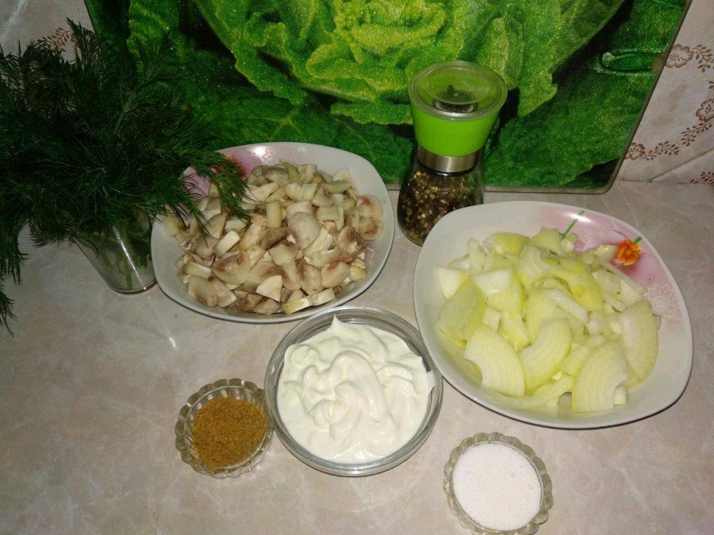 Фото рецепта - Шампиньоны в сметане (Жульен) - шаг 2