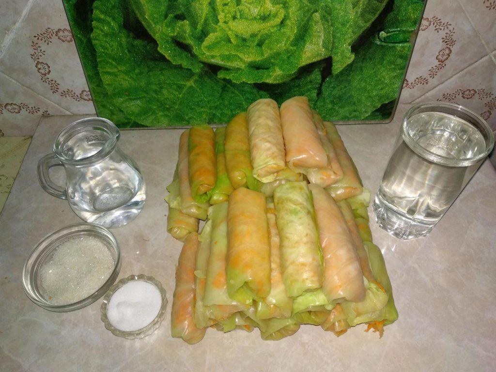 Фото рецепта - Маринованные овощные голубцы - шаг 3