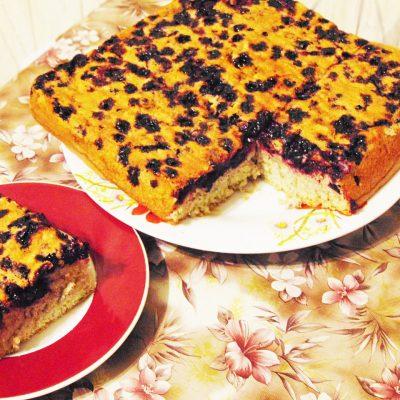 Бисквит с чёрной смородиной - рецепт с фото