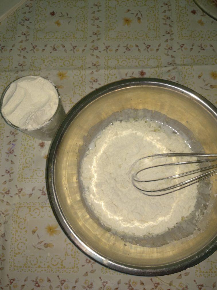 Фото рецепта - Домашняя пицца с сосиками - шаг 2