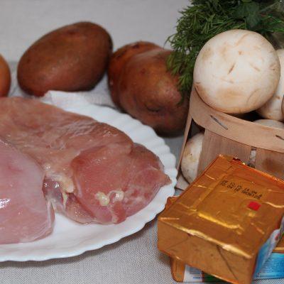 Фото рецепта - Сырный суп с курицей и грибами - шаг 1