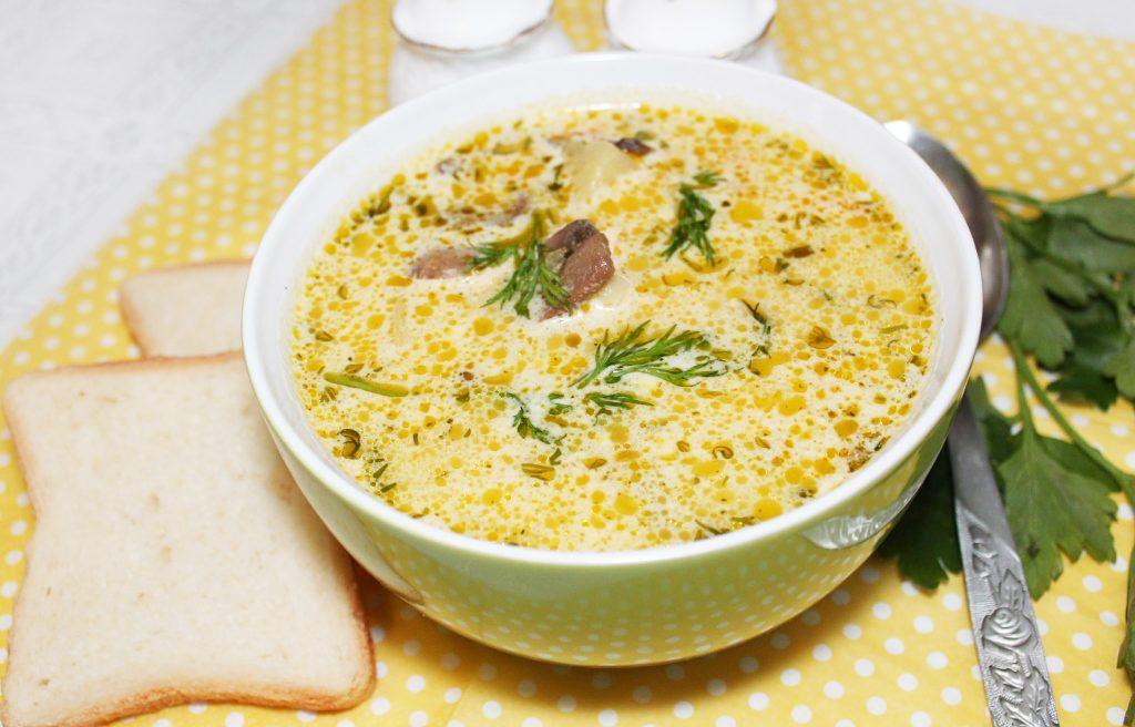 Фото рецепта - Сырный суп с курицей и грибами - шаг 10