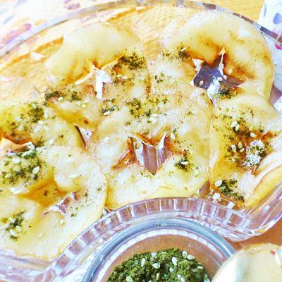 Жареные яблоки на гриле - рецепт с фото