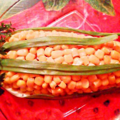 Салат «Початок кукурузы» с черносливом и яйцами - рецепт с фото