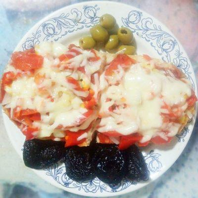 Вегетарианские бутерброды с перцем и томатом - рецепт с фото