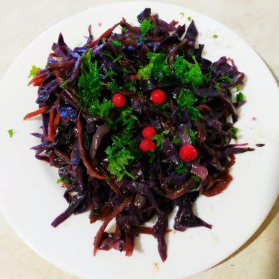 Салат из краснокочанной капусты «Фиолетовая фантазия» (теплый) - рецепт с фото