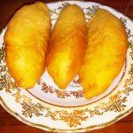 Дрожжевые жареные пирожки с квашеной капустой