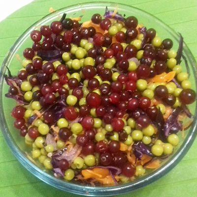 Салат «Витамины с грядки» с горошком и краснокочанной капустой - рецепт с фото