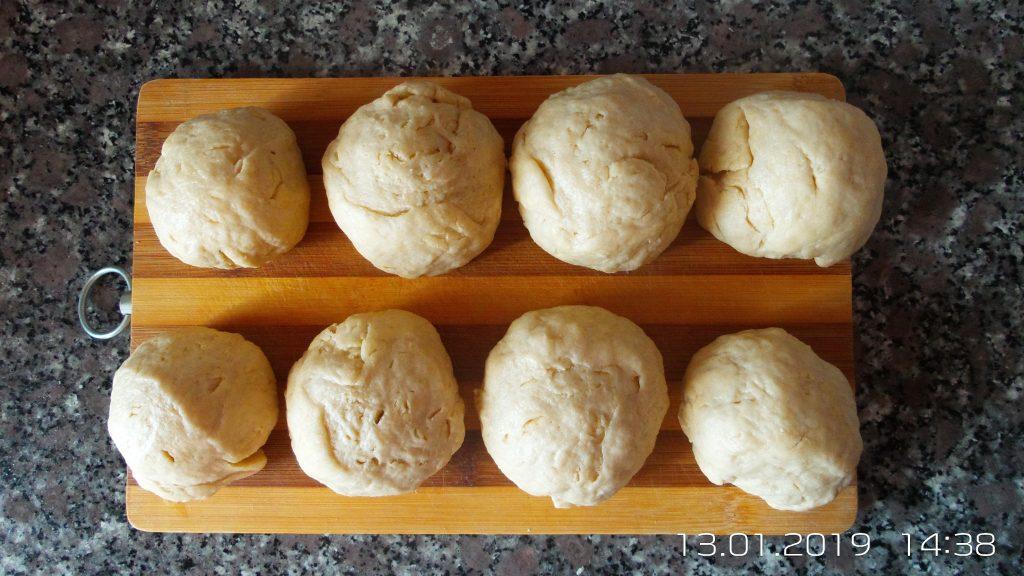 Фото рецепта - Горячие бутерброды в дрожжевых булочках - шаг 2