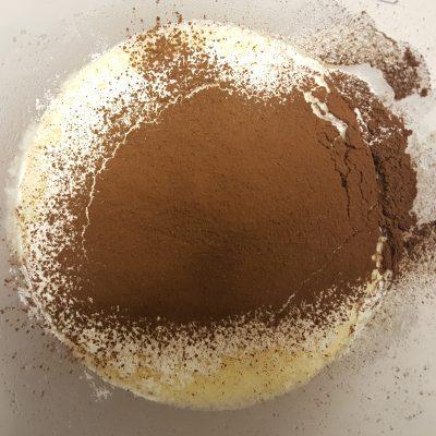 Фото рецепта - Шоколадные оладьи на молоке пошагово - шаг 4