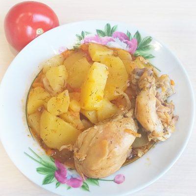 Картофель, тушеный с курицей и томатами - рецепт с фото