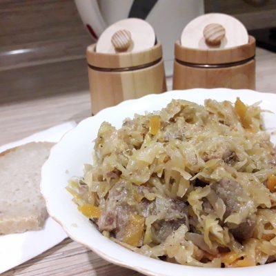 Свинина, тушеная с квашеной капустой - рецепт с фото