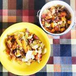 Тушеная капуста с говяжьей колбасой и помидорами