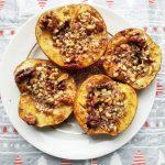 Печеные яблоки с медом, арахисом и грецким орехом