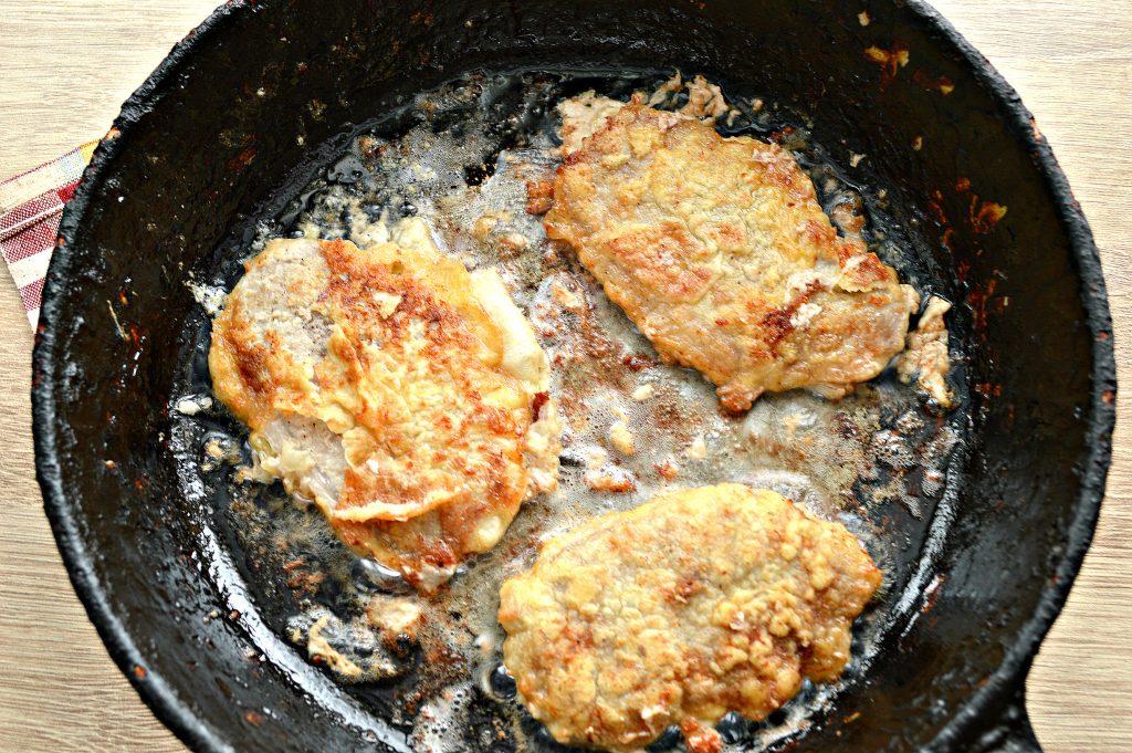 Фото рецепта - Отбивные из свинины в яичном кляре - шаг 5