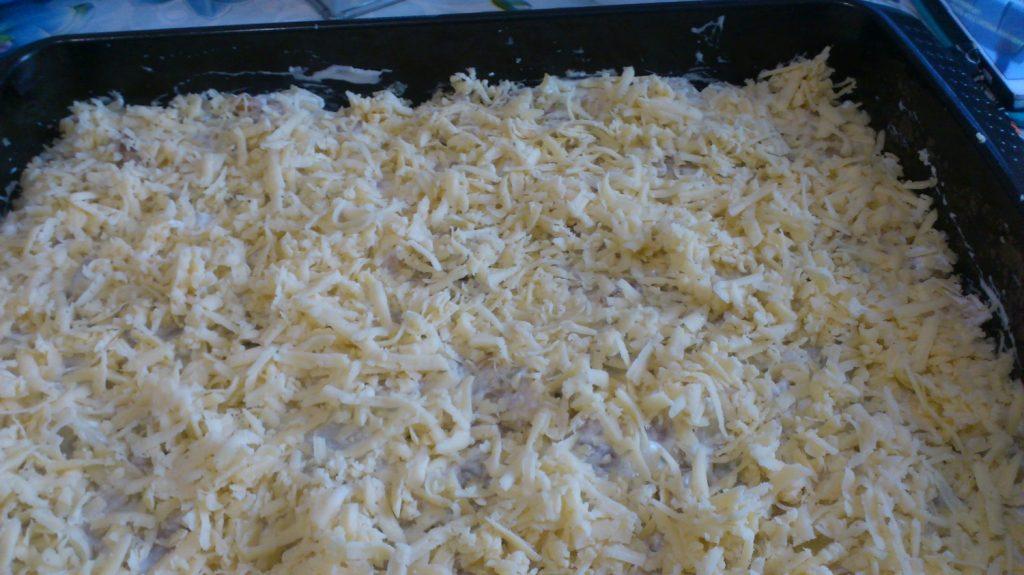 Фото рецепта - Картофельная запеканка по-деревенски с курицей и грибами - шаг 4