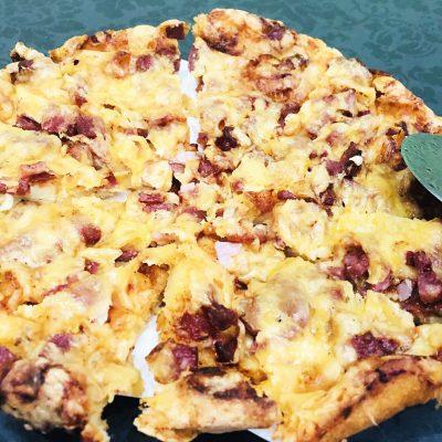 Пицца на майонезе и сметане - рецепт с фото