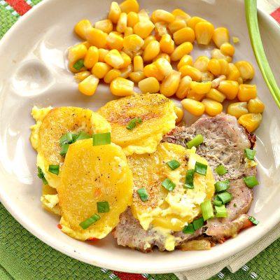 Свинина, запеченная с картофелем под майонезом - рецепт с фото