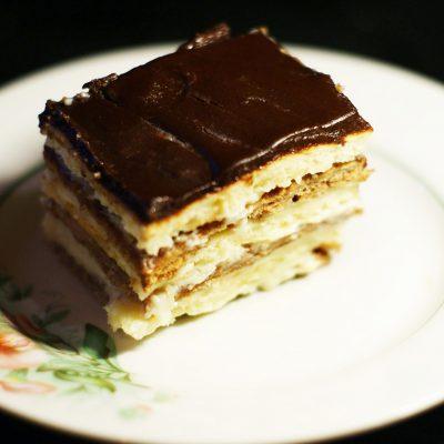 Двухцветный торт «Мишка» со сметанным кремом - рецепт с фото