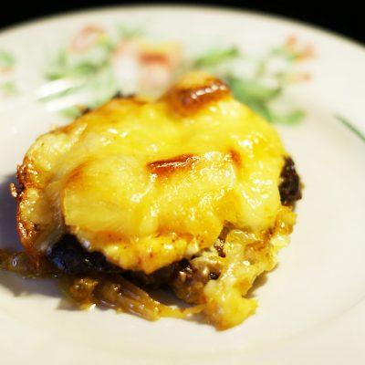 Пикантная отбивная из говядины, запеченная с ананасом - рецепт с фото