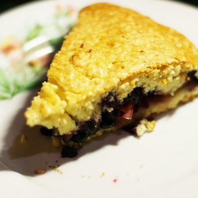 Яблочно-черничный пирог на сметане - рецепт с фото