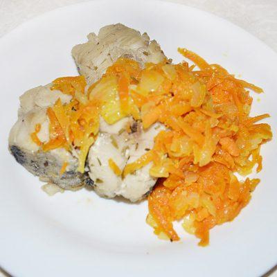 Минтай, тушеный с морковью - рецепт с фото