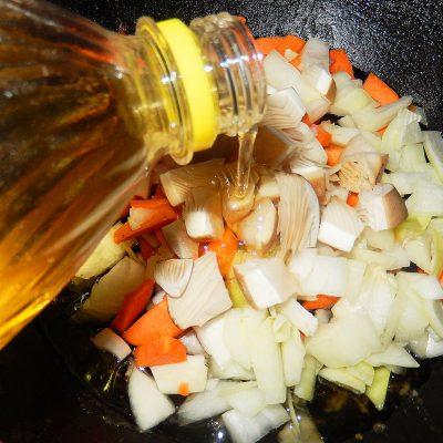 Фото рецепта - Вегетарианские щи с грибами - шаг 3