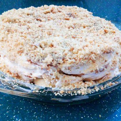 Торт из бананов и пряников без выпечки - рецепт с фото