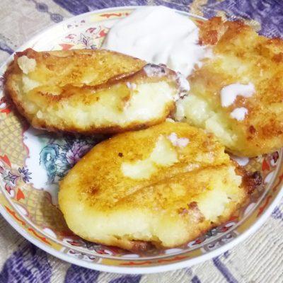 Пышные, воздушные сырники со сметаной - рецепт с фото