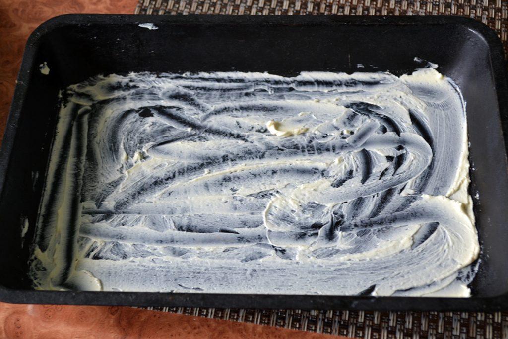 Фото рецепта - Заливная шарлотка с яблоками - шаг 6