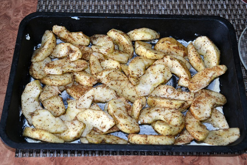 Фото рецепта - Заливная шарлотка с яблоками - шаг 7