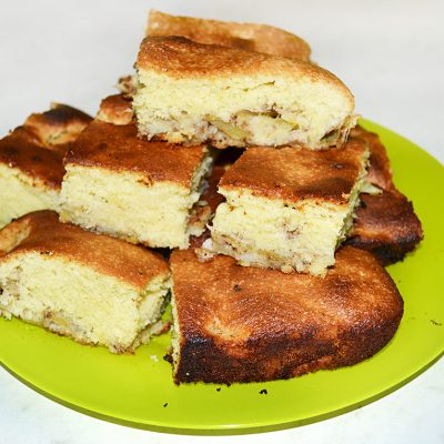 Заливная шарлотка с яблоками - рецепт с фото