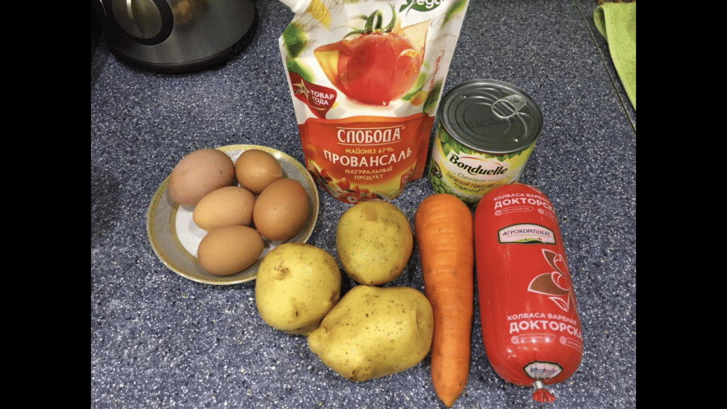 Фото рецепта - Оливье с колбасой - шаг 1