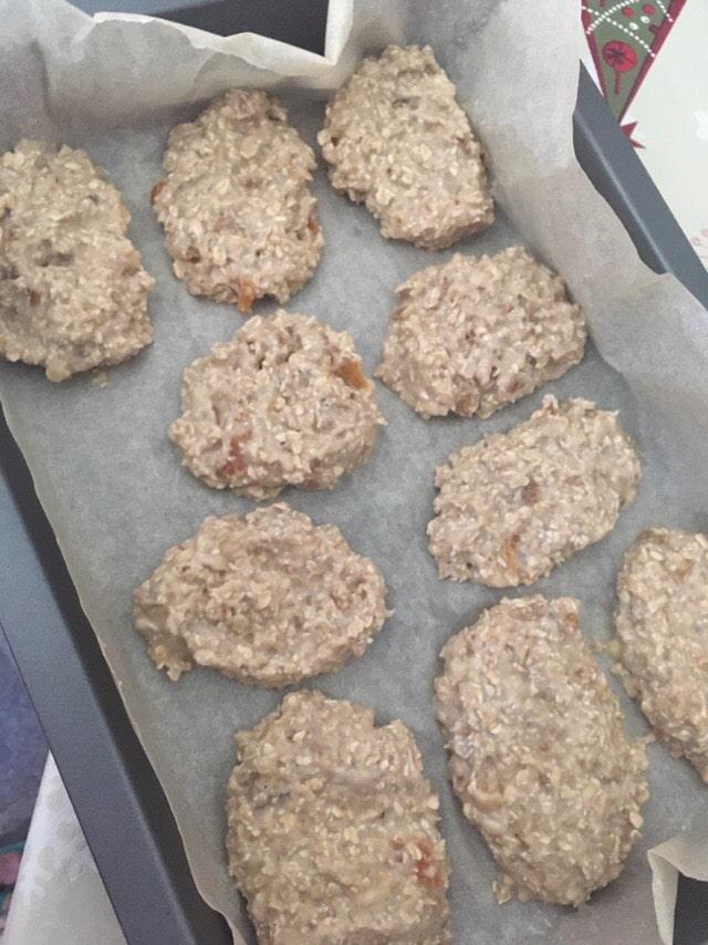 Фото рецепта - Диетическое овсяное печенье без сахара с бананом - шаг 4