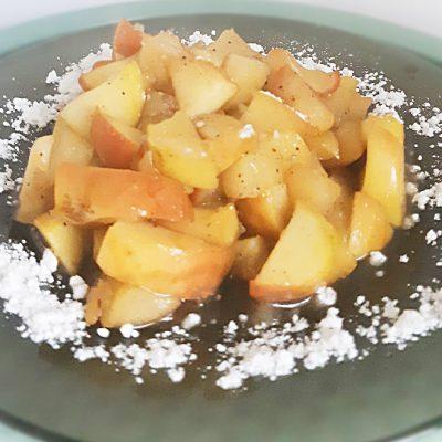 Жареные яблоки в карамели - рецепт с фото