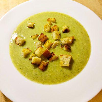 Крем-суп «Здоровый малыш» из брокколи, горошка, сельдерея - рецепт с фото