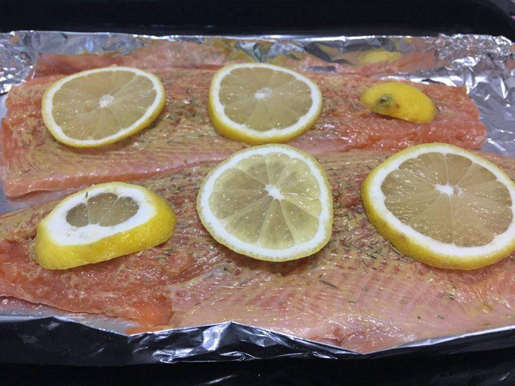Фото рецепта - Лосось, запеченный в духовке в фольге - шаг 5