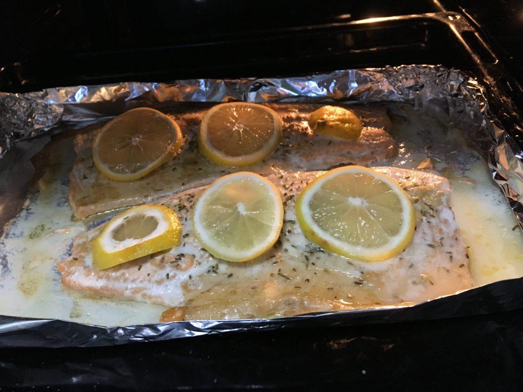 Фото рецепта - Лосось, запеченный в духовке в фольге - шаг 7