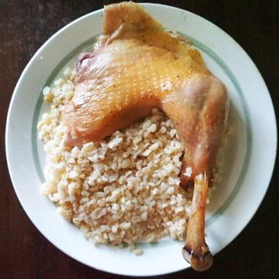 Запеченная курица, фаршированная картофелем и яблоками - рецепт с фото