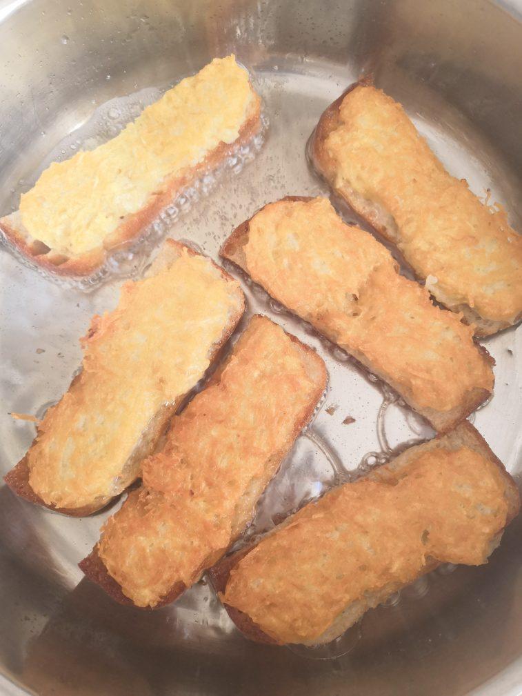 Фото рецепта - Картофельные драники на хлебе - шаг 7