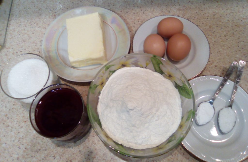Фото рецепта - Пирог с вареньем «Домашний» - шаг 1