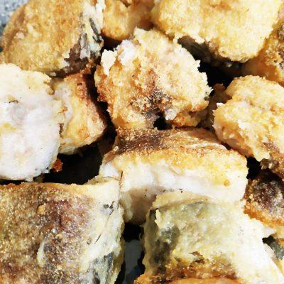 Сочная жареная рыба в кляре - рецепт с фото