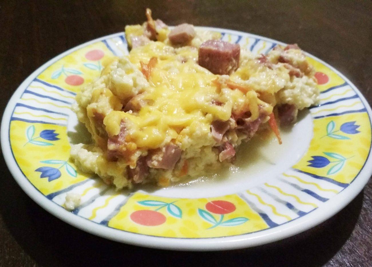 Омлет с колбаской и сыром
