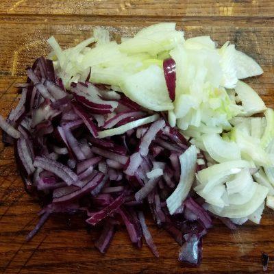 Фото рецепта - Гороховый суп с утиным конфи и чесночными гренками - шаг 1