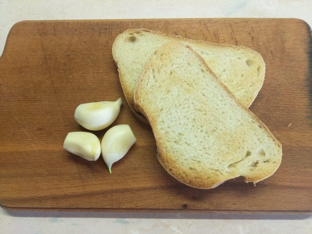 Фото рецепта - Гороховый суп с утиным конфи и чесночными гренками - шаг 4