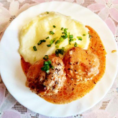 Рисовые тефтели из фарша филе кур в сливочно-томатном соусе - рецепт с фото