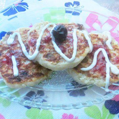 Сырники с изюмом в духовке - рецепт с фото