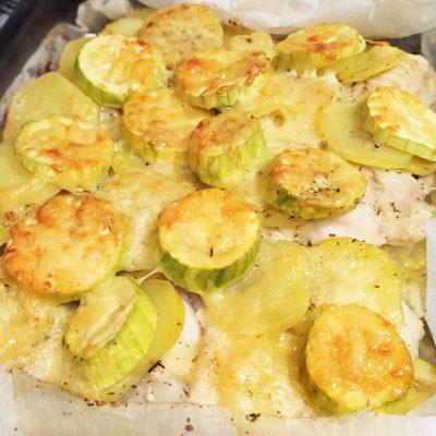 Треска, запеченная с кабачками и картошкой - рецепт с фото