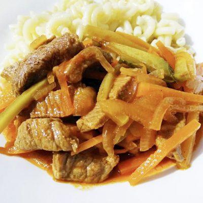 Азу из говядины с морковью и маринованными огурцами - рецепт с фото
